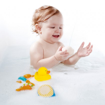 Hape E0201 Teddy And Friends Bath Squirts